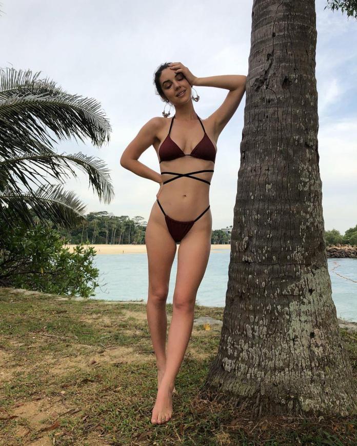 Adelaide Kane hot look