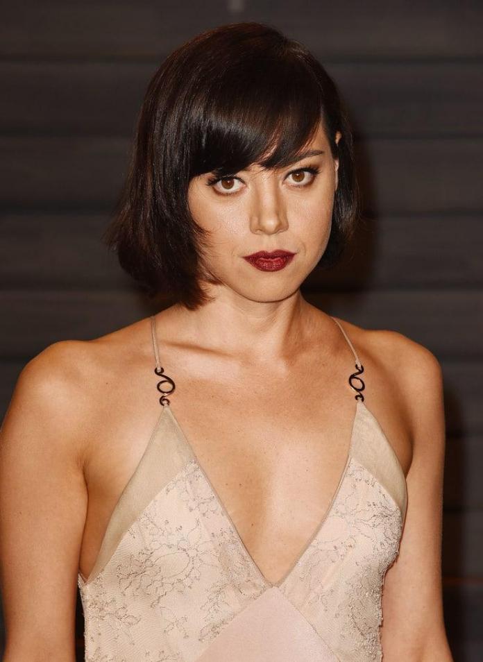 Aubrey Plaza sexy cleavage