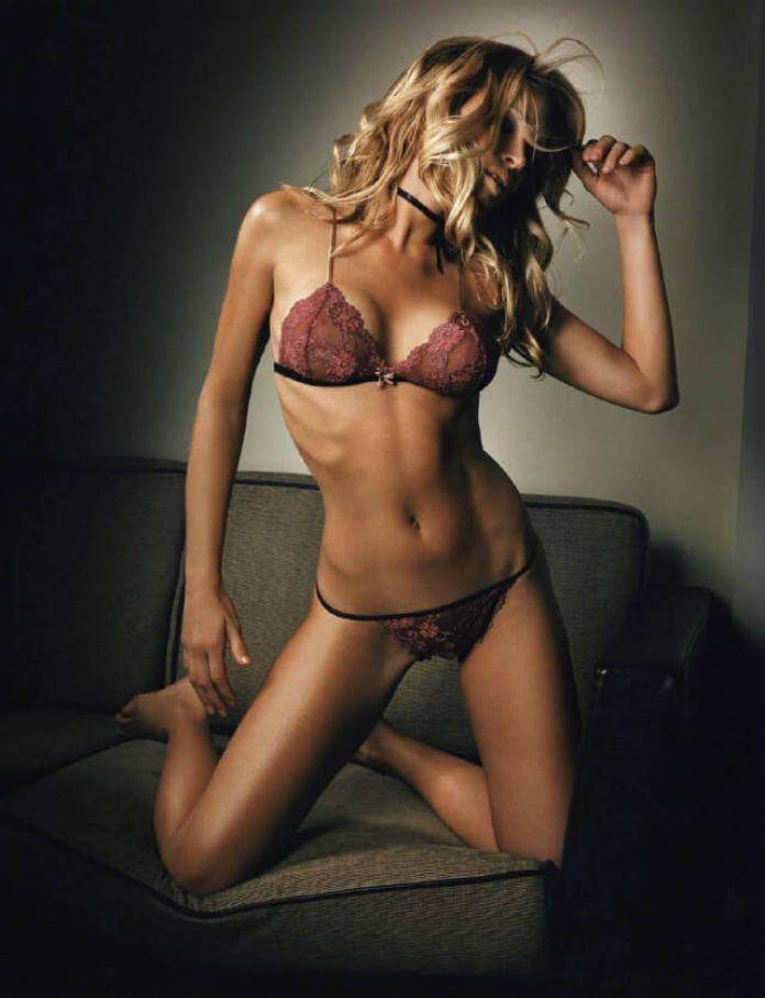 Cindy Taylor sexy bikini pic