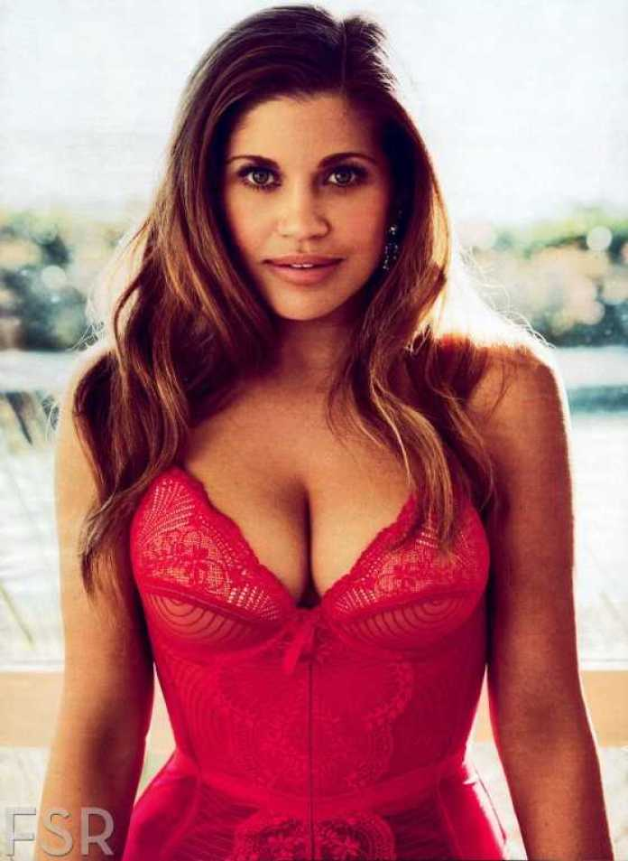 Danielle Fishel sexy cleavage pic