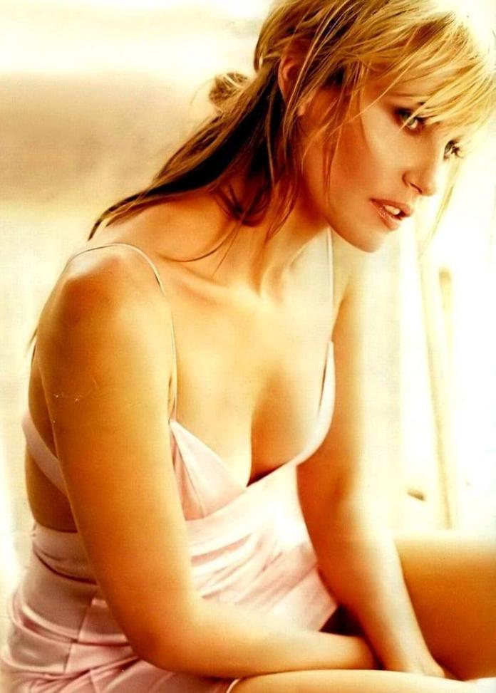 Daryl Hannah sexy pic