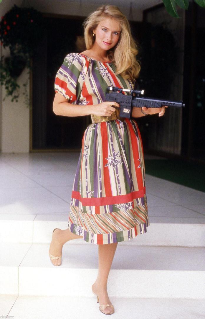 36 Sexiest Pictures Of Donna Dixon   CBG