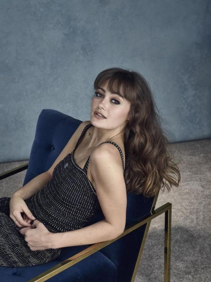 Ella Purnell hot look