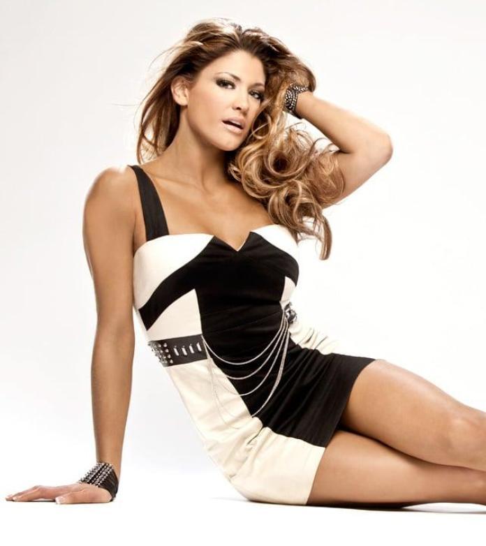 Eve Torres sexy look