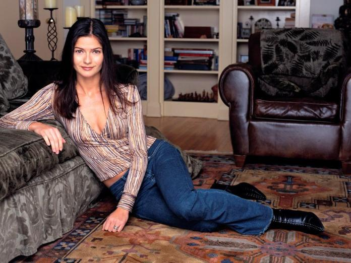 Jill Hennessy sexy pic