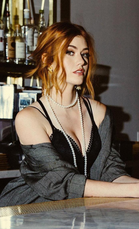 Katherine McNamara hot pics