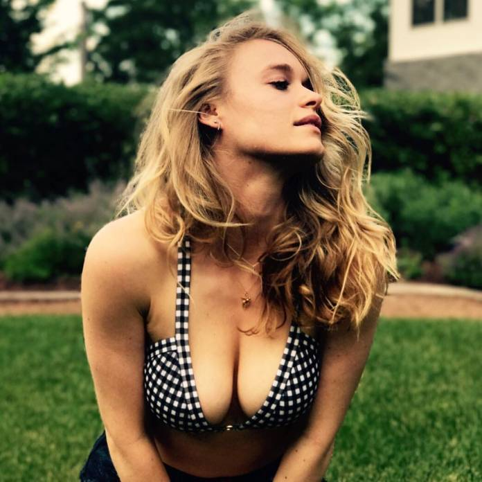 Leven Rambin sexy look
