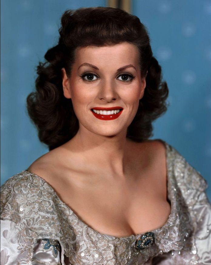 Maureen O'Hara sexy pic