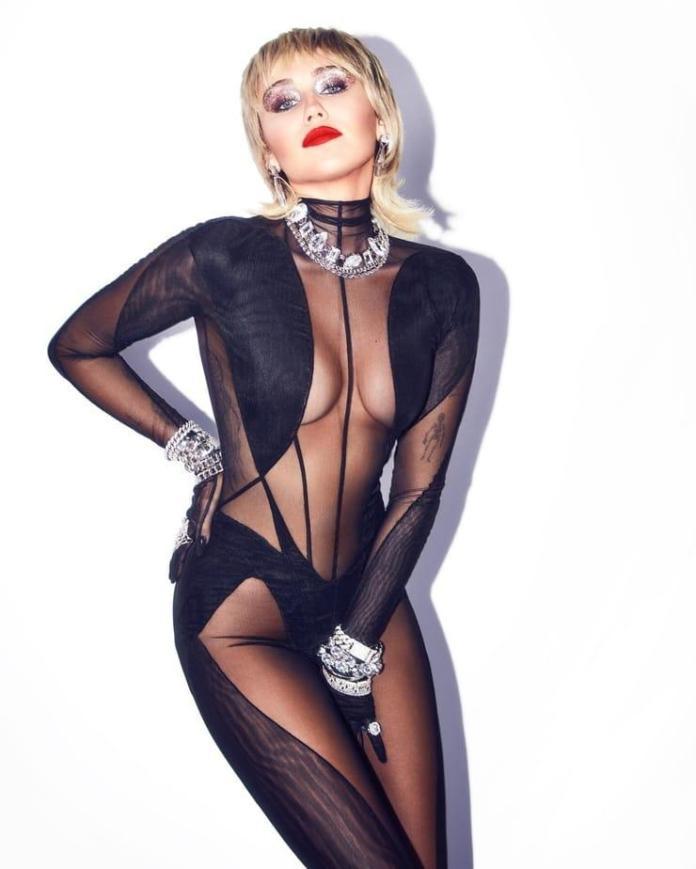 Miley Cyrus hot look