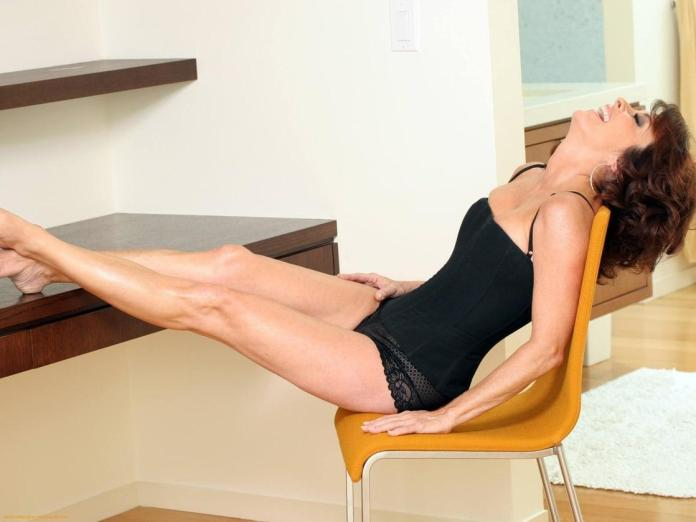 Patricia Heaton sexy look pics