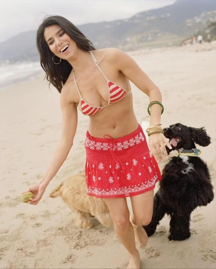 Sánchez bikini roselyn Roselyn Sanchez