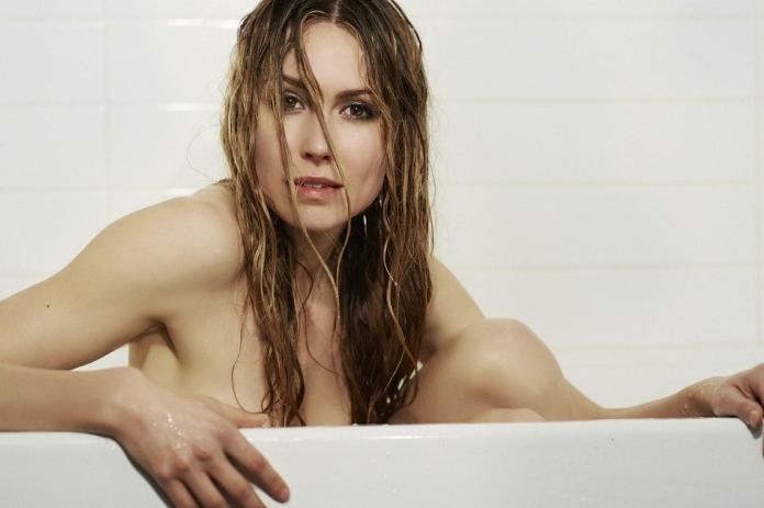 Sarah Carter hot pics