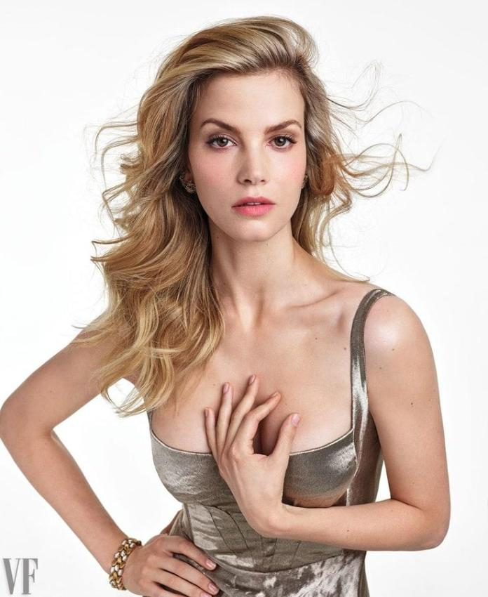 Sylvia Hoeks sexy pic