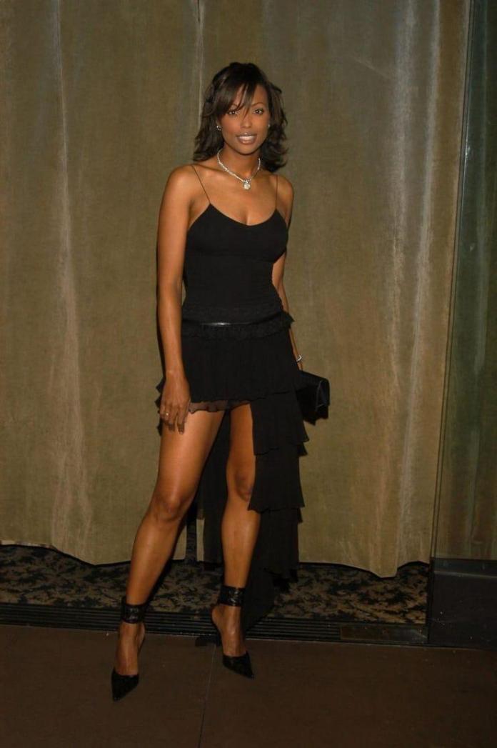 Aisha Tyler hot look