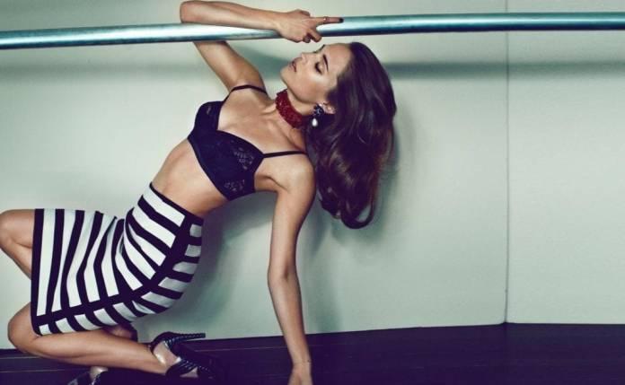 Alicia Vikander sexy look