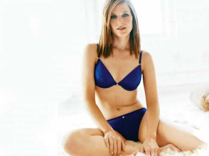 Bridget Fonda bikini pics