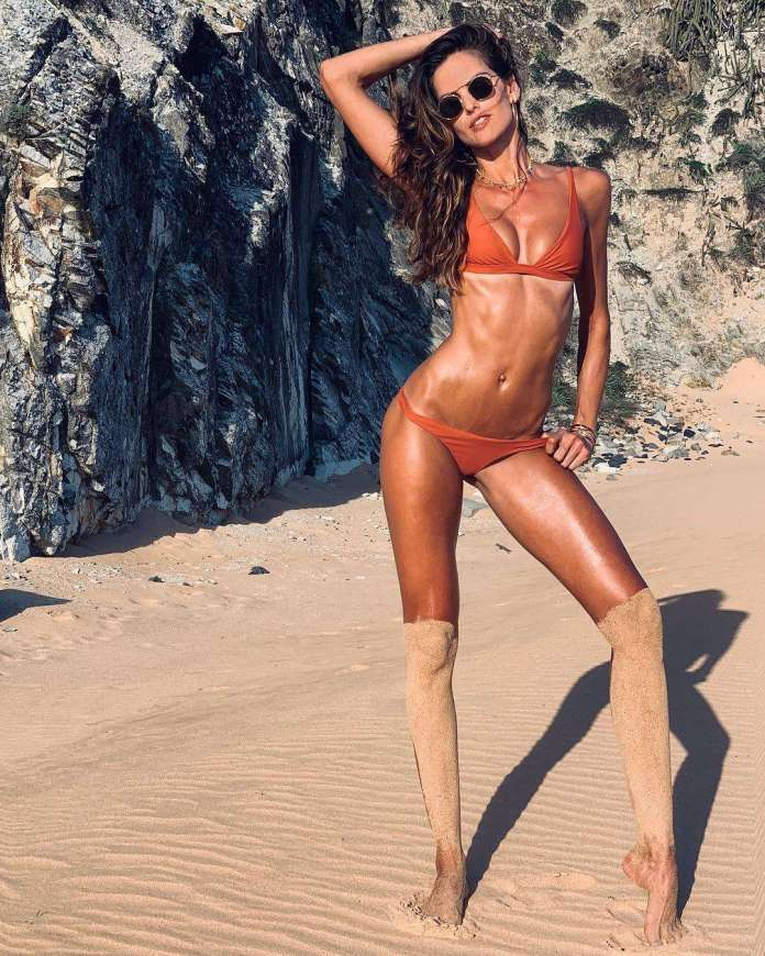Izabel Goulart sexy pics