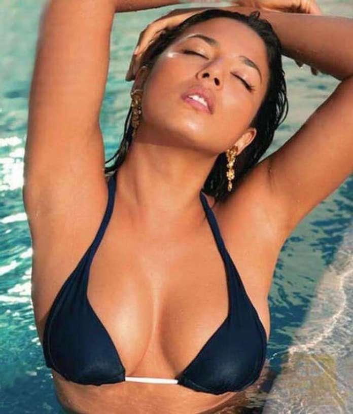Jessica Gomes amazing tits pictures