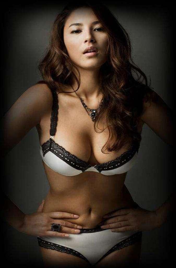 Jessica Gomes big busty pics