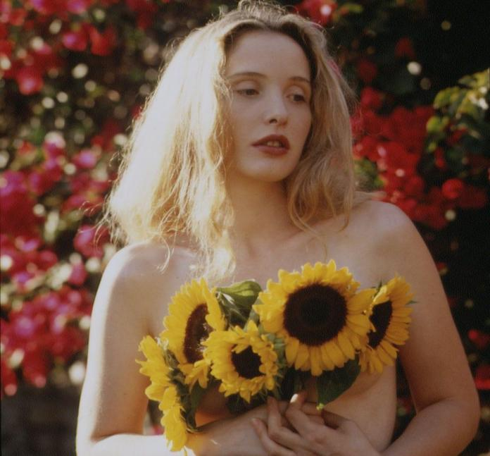 Julie Delpy sexy look