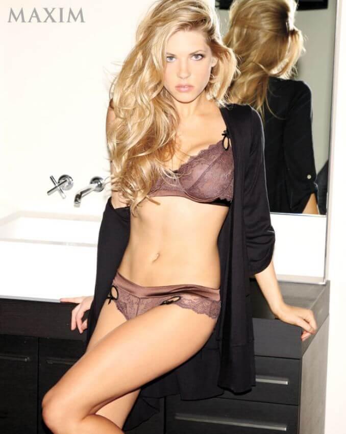 Katheryn Winnick hot bikini pics