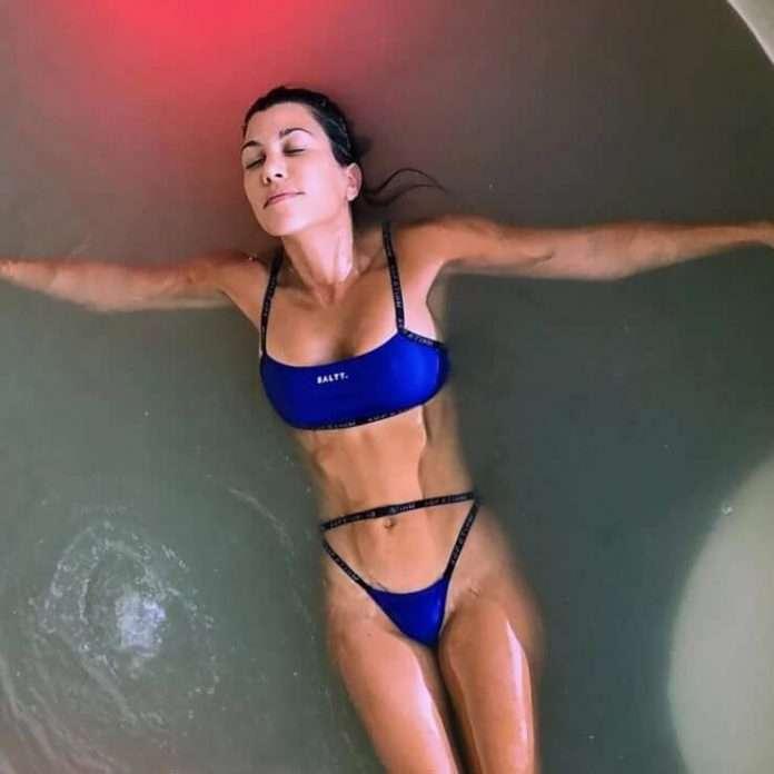 Kourtney Kardashian amazing tits pics