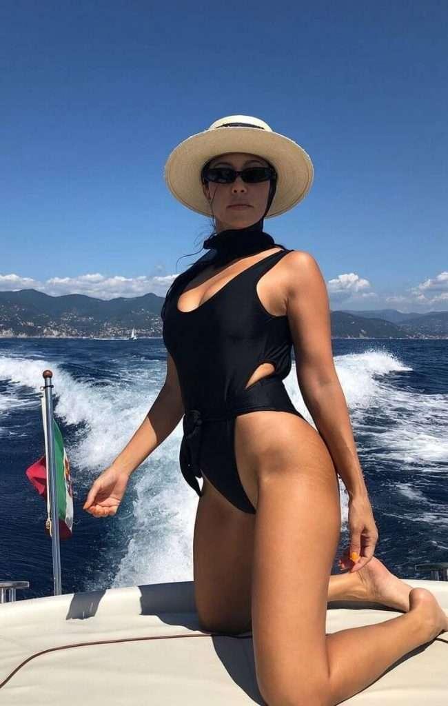 Kourtney Kardashian lingerie pics