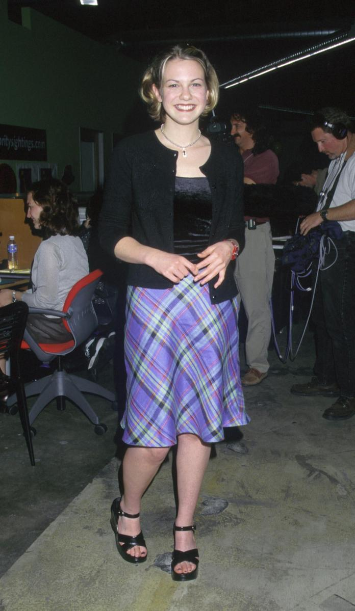 Larisa Oleynik sexy cleavage pics