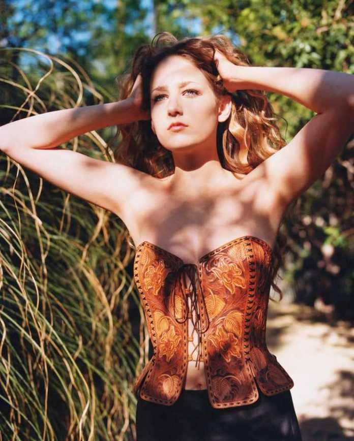 Leelee Sobieski amazing pics