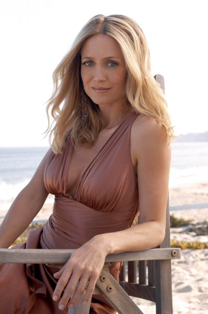 Leslie Mann sexy boobs pics