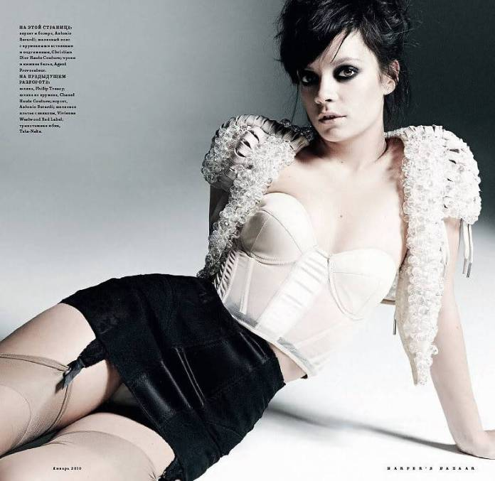 Lily Allen hot cleavage pics