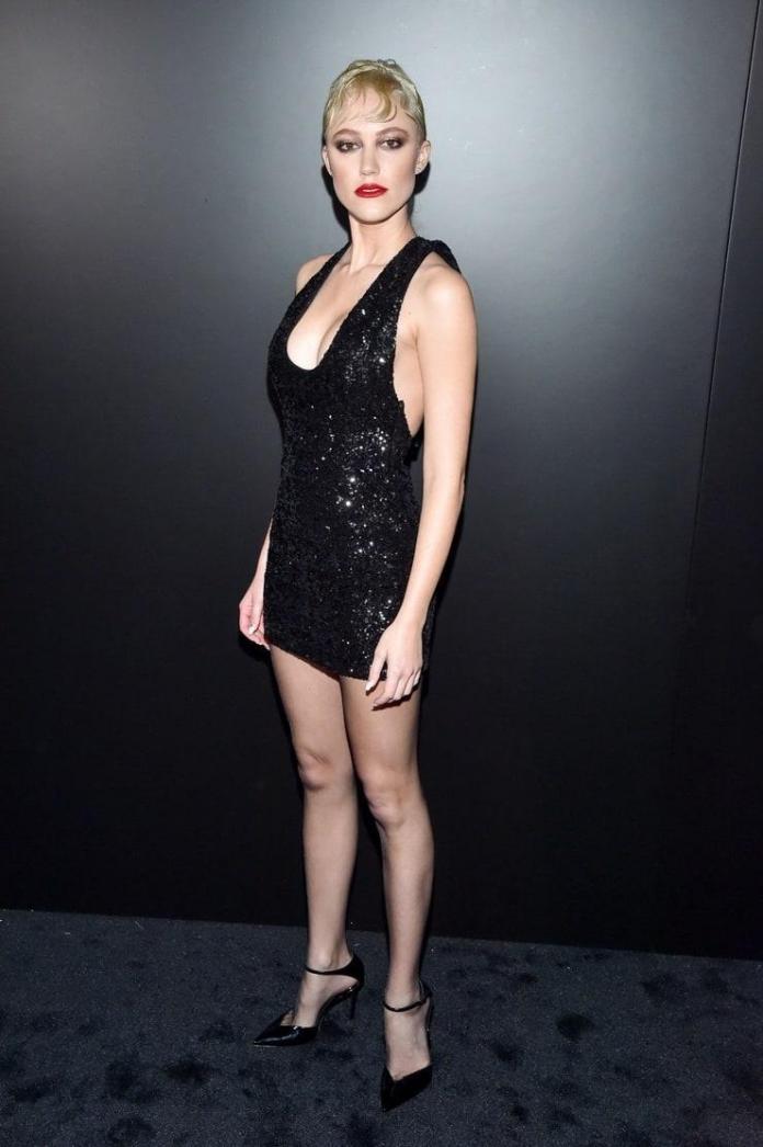 Maika Monroe sexy pics