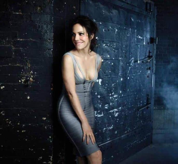 Mary-Louise Parker boobs pics