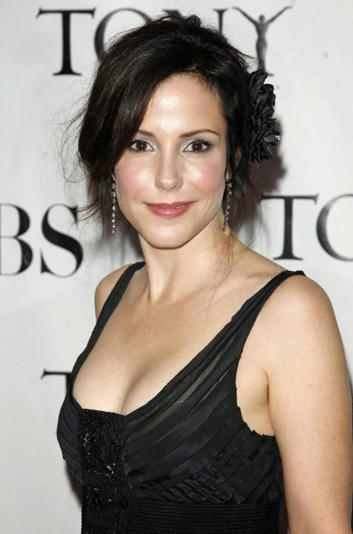 Mary-Louise Parker busty pictures