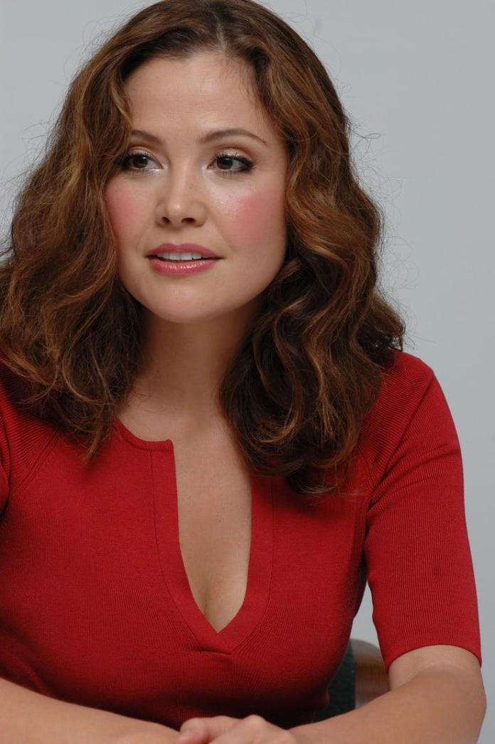Reiko Aylesworth cleavage