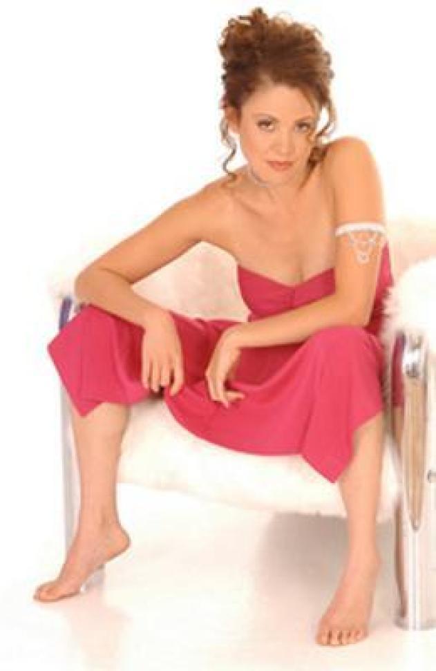 Reiko Aylesworth sexy cleavage