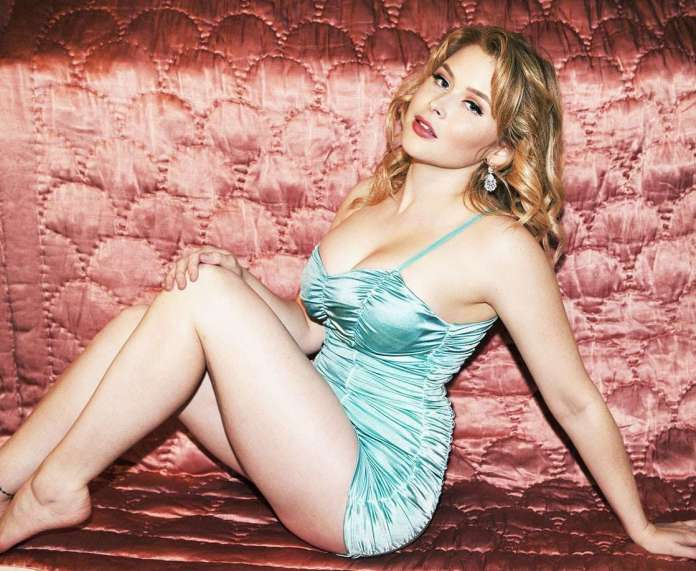 Renee Olstead hot look