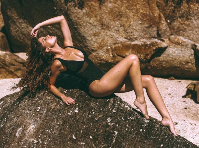 Simone De Kock hot pictures