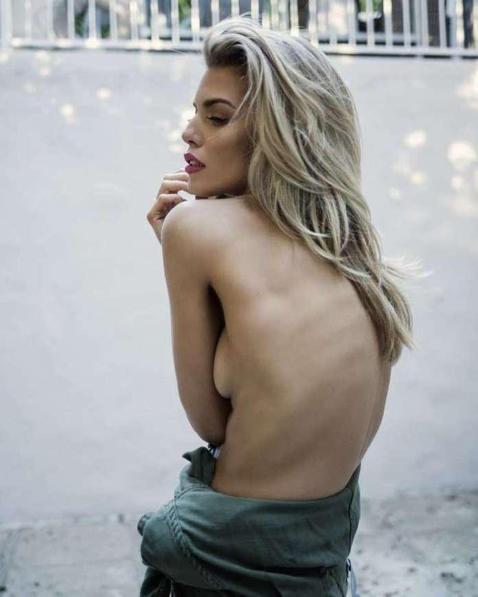 AnnaLynne McCord hot pic