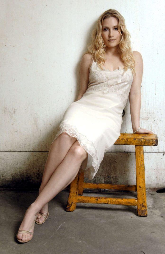Emily Procter hot look