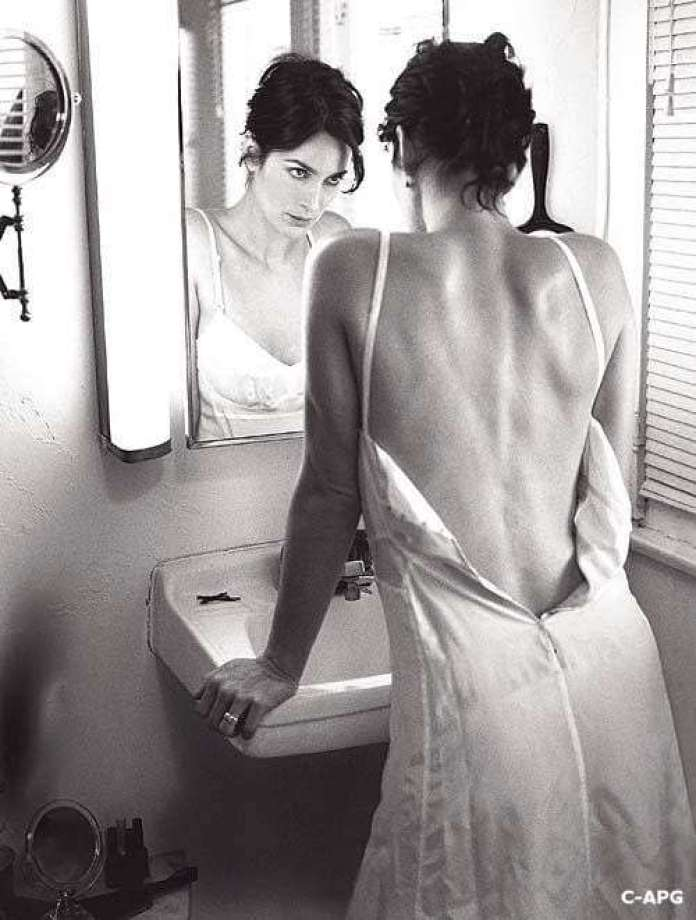 carrie-anne moss back