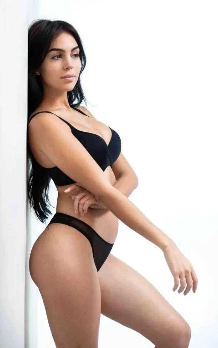 Georgina Rodriguez sexy look