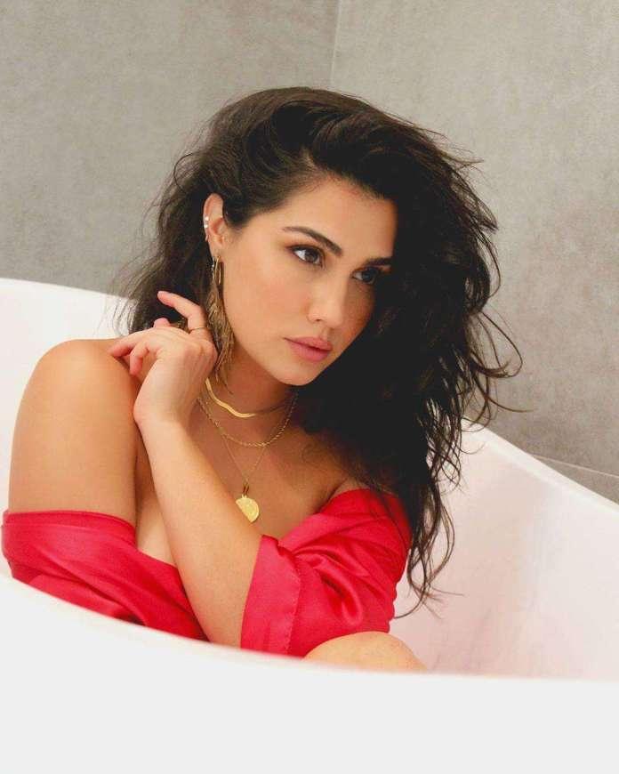 Heather Salvaggio sexy pics