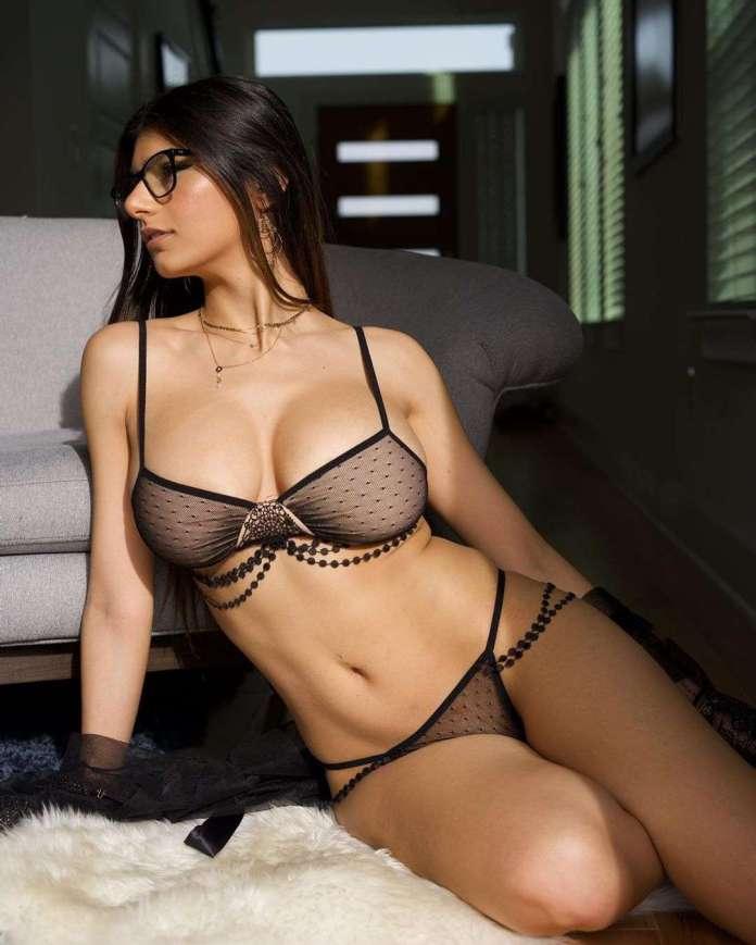 Mia Khalifa hot
