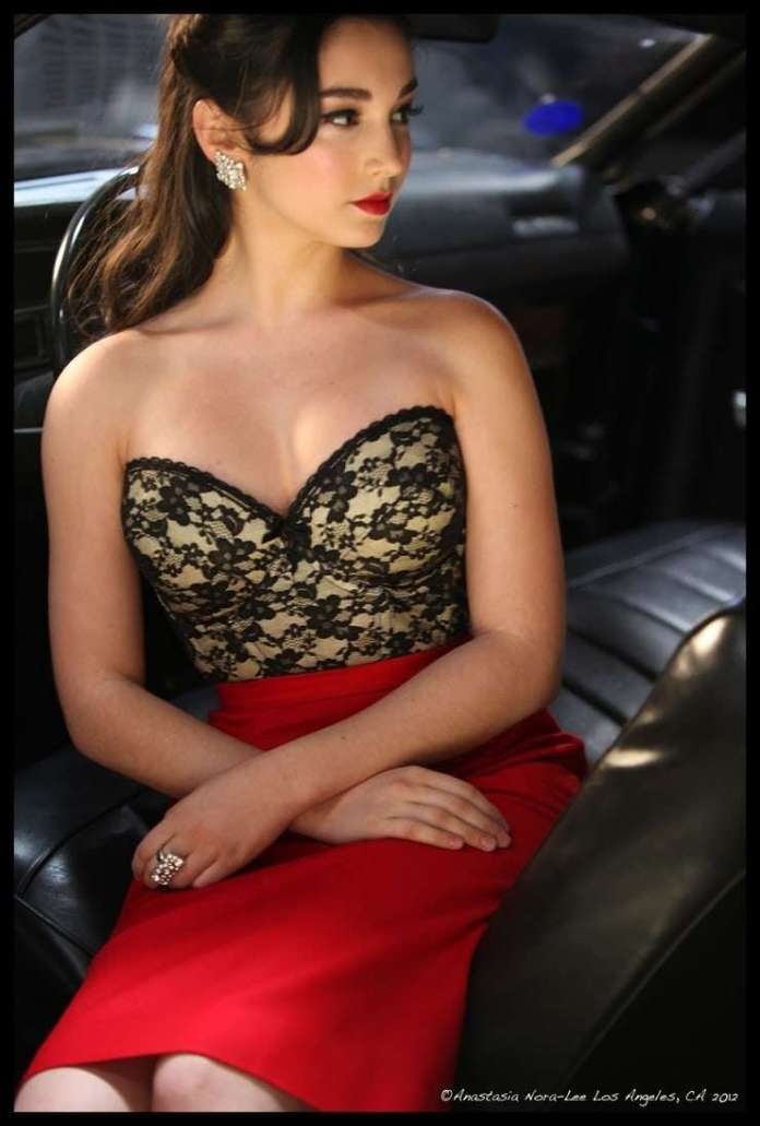 Molly Ephraim hot pic