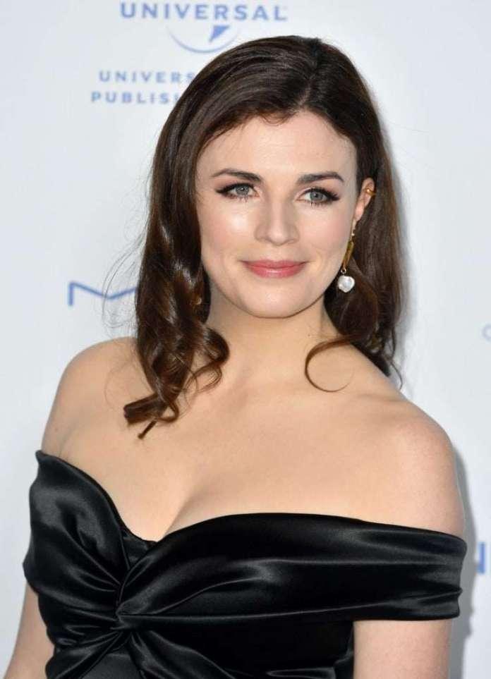 Aisling Bea hot look
