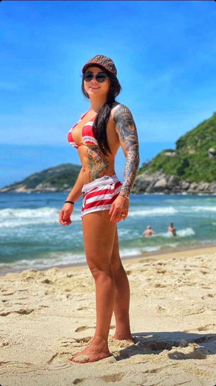 Claudia Gadelha sexy look