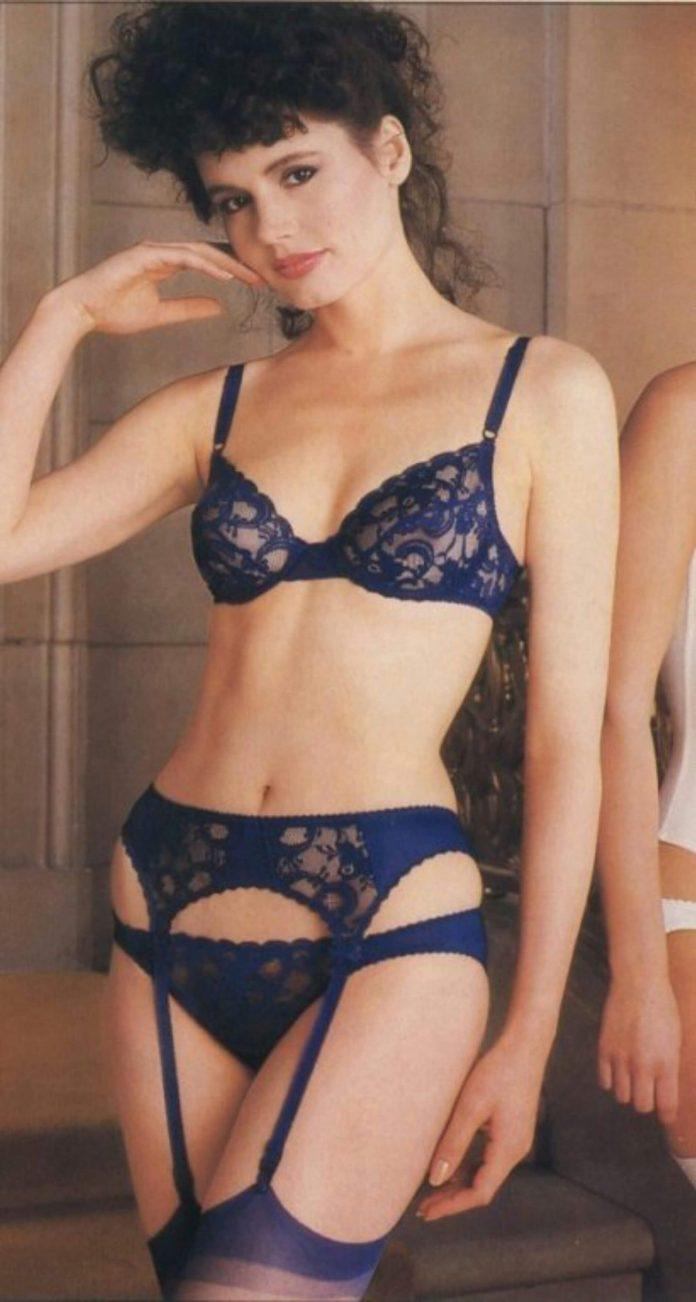 Geena Davis bikini pics