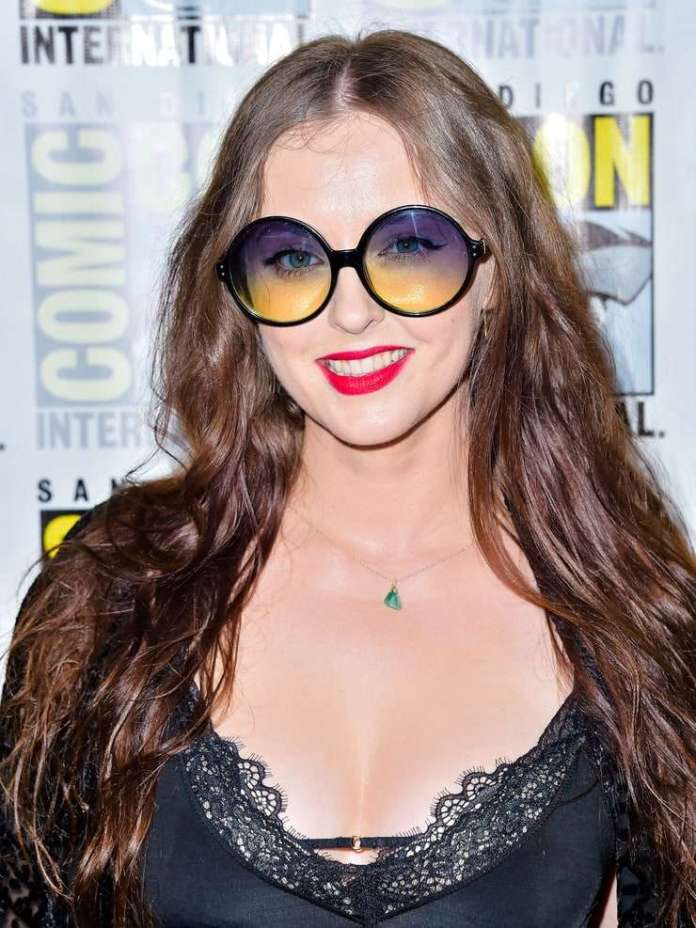 Katharine Isabelle sexy look
