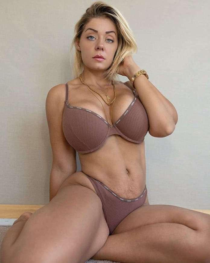 Mia Sand sexy